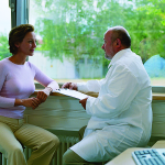 ccommons-CDC-lossless-page1-768px-Doctor_discussing_diagnosis_with_patient